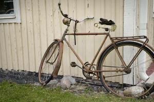 Den gamla cykeln passar in i miljön.