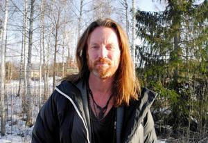 Fredrik Swahn håller i programmet för Smedjan i Stjärnsund.Foto: Johanni Sandén