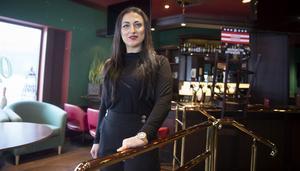 Leyla är van egen företagare, så att jobba intensivt och mycket är inga problem för henne, säger hon.