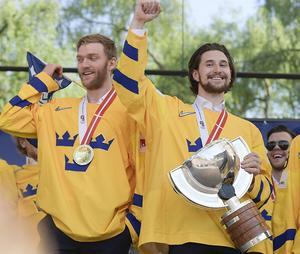 NHL-stjärnorna Mattias Ekholm och Filip Forsberg, som båda var med om att vinna VM-guld 2018, deltar i