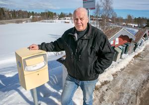 Viktiga brev som Jan Säbb lagt på den gula lådan har blivit försenade.