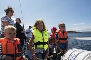 Syskonen Loiu och Juli Elfving(t.v) och syskonen Nils och Selma Jansson Grönlund tittade efter tävlande släktingar.