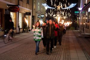Gisela Stockhaus, VSK, och Carl-Johan Olofsgård, Västerås stad, gick längst fram i fackeltåget.