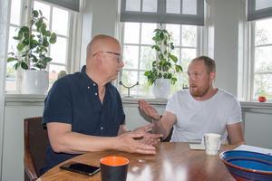 Bosse Svensson (C) och Niklas Daoson (S) har mycket olika åsikter om kommunens insatser för Engelska skolan och upprustningen av Palmcrantzskolan.