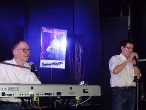 Sven-Rogers där Per-Ove Ögren sitter vid klaviaturen och Kjell Scherman sköter sången. Foto: Kjell Larsson