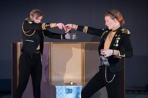 """Högt betyg för Teater Martin Mutters nya barnteater, """"Aj! – ett plåsterdrama"""