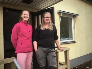 Linnéa Haga och Anna Nilsson önskar patienterna välkomna – både de med och de utan päls.