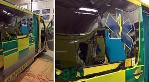En ambulans vandaliserades vid Rosengårdens äldreboende på torsdagsmorgonen. Foto: Privat