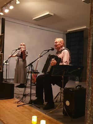 Åke och Karin Wiberg trollband oss med berättelsen om Dan Andersson.