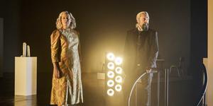 Karolina Andersson och Hans-Erik Dyvik Husby gör rollerna som Nattens drottning och Sarastro på Göteborgs stadsteater. Bild: Ola Kjelbye