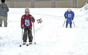 I skidspåren ses Alma Johansson och Elliot Karlsson.