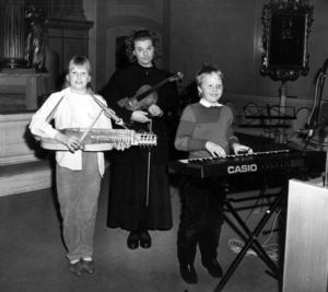 Musikeleverna Susanne Pettersson, Helena Sundvisson och Martin Jerling höll konsert i Bergs kyrka 1988.