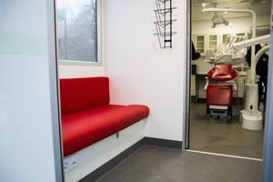 Det första man möts av är ett väntrum. Rummet är isolerat mot behandlingsrummet för att bevara sekretessen.