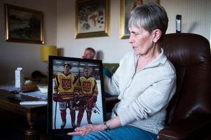 Doris Pettersson har ramat in en bild på barnbarnen Emil och Elias när de spelade tillsammans i en hemvändarmatch i Ånge för ett par år sedan.