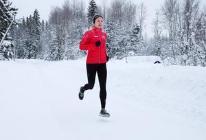 Efter plugg i Umeå, fortsatt träning och tävlingssatsning i Stockholm har Sophia Sundberg kommit hem till Medelpad och Sundsvall för att tillbaka i SuF fortsätta karriären – med höga mål. När nästa VM avgörs hoppas hon vara med i medaljstriden.