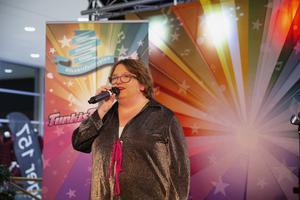 Sandra Bjurén sjöng