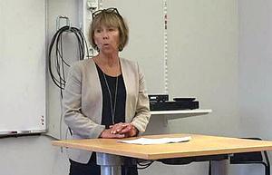 Barbro Holmberg leder utredningsgruppen. En enda ort för Högskolan är mest fördelaktigt, förklarade hon för mindre än tre veckor sedan.  Nu har regeringen gripit in och tänker besluta att Högskolan ska var kvar både i Falun och Borlänge.
