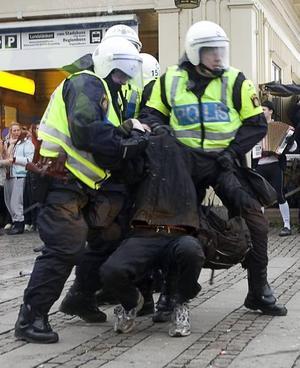 SNYFTADE. Maud Olofsson kämpade med gråten när hon försvarade sin anpassning till kärnkraftshögern. Skiljer skånepolisen ut sig? Och tänk om Stockholm blir Europas Gävle?