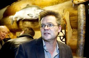 Per Mellström representerar Jägarförbundet och är kritisk till att rovdjuren koncentreras till mellersta Sverige. – De dödar jägarna hundar och deras byten. I dag är det riktigt tungt att vara jägare i mellersta Sverige, sa han.