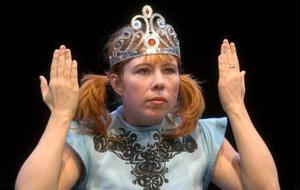 Catti Brandelius i performancerollen som Miss Universum.