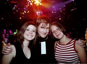År 2002. Sarah Netzler, Nils Örnholmer och Jessica Palmqvist på Konrad.