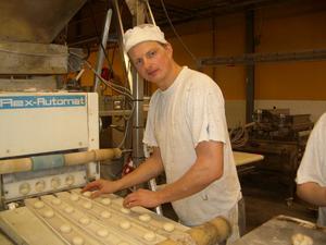 Daniel Rosén, ägare av Mattes bröd, med produktion i såväl Bollnäs som Ockelbo tar över produktionen av Storsjöbagarns produkter.