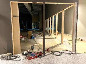 Men i andra lokaler i huset pågår fortfarande bygget. Det dröjer troligen till efter sommaren innan alla är på plats.
