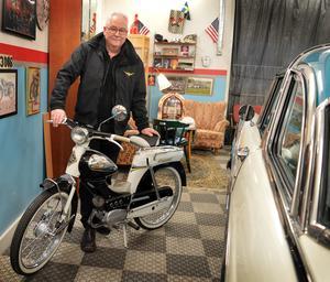Senaste inköpet är en moped av märket Cresent från 1961 precis en sådan som Rune Stornils själv åkte på som ung i Dala Järna.