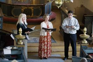 Paret Anna och Magne Otervik gav oss tillsammans med Lena Moén och pianisten Annika Dandanell en bukett sommarblommor under gårdagens konsert i Frösö kyrka.