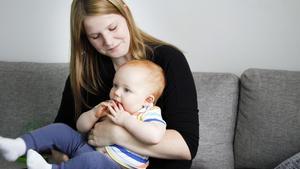 Josefine Kvist, här med yngste sonen Alfred, berättar öppet om familjelivet på Instagram. Hennes treårige son Melker har autism.