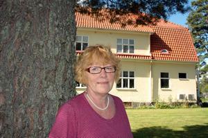 Annika Forsberg säger att hon är nöjd med att huset nu är sålt och att man i föreningen kan fokusera på annat än läckande rör och trasiga toaletter.  Foto: Katarina Lönnberg