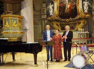 Ulf Nordwall, Maria Bervelius och Kenneth Nordwall fick ta emot många och stora applåder. Efter konserten riktade de ett stort tack till publiken som hjälpt till att lyfta konserten ytterligare ett snäpp. Foto: Christina Häggkvist
