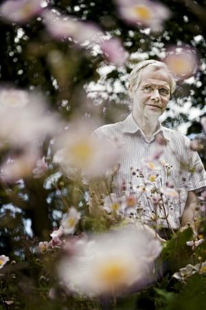 Berndt Berglund har lagt ner mycket tid på sin egen trädgård – och Arboga trädgårdsförening där han nu är ordförande i en andra omgång. Han har en ofantlig kunskap om trädgård som han gärna delar med sig av.