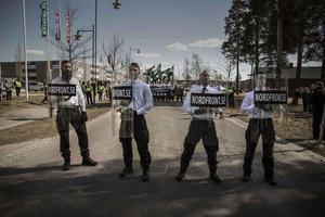 Nazistiska nordiska motståndsrörelsen under 1 maj i Falun 2017.