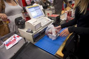"""En en """"långsam-kassa"""" i mataffärer där den som tar tid på sig att stapla varor och betala ges den tid som hon/han/hen behöver.  Det skulle underlätta när personer med afasi ska handla. Foto: Fredrik Sandberg"""