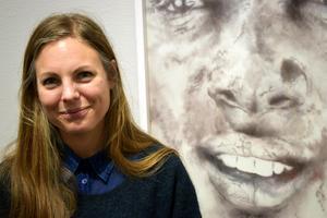 Malin Östberg från Borlänge fick kommunens kulturstipendium förra året och har flera utställningar på gång framöver. Nu finns hon representerad på Liljevalchs vårsalong som öppnade på fredagen.