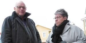 Mats Näsberg och Laila Thunstedt ogillar tanken på att frysa ner kompostpåsen innan den hamnar i tunnan.