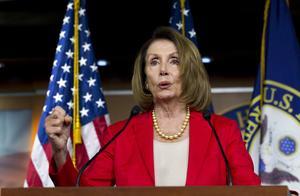 Representanthusets minoritetsledare Nancy Pelosi, Demokrat, talar vid en nyhetskonferens i Washington DC 6/9 2018. Foto: AP Photo/Jose Luis Magana, File.