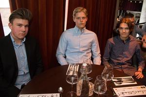 Felix Persson, Anton Block och Noel Niklasson, som passade på att hälsa till bästa morfar.