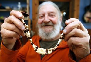 Det här halsbandet gjorde jag i tre exemplar. Ett av dem köpte Ewert Ljusberg, berättar Laban.