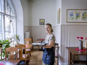 – Jag kommer från Nyköping. Det är roligt att komma till en större stad som Örebro – en fin gammal stad med ett fint slott och en levande stadskärna, säger Malin Ekborg som driver nya Molli's kafé.