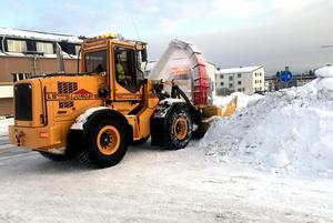 Gatuavdelningen har fått tag i en extra snöslunga (ej den på bilden). Nu har man tre slungor i drift.