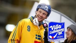 Johan Löfstedt har skrivit på för tre år i Villa Lidköping, en klubb som jagat hans namnteckning i flera år. Foto: Rikard Bäckman / Bandypuls.se / TT