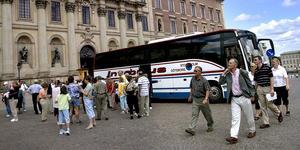 Turistbuss utanför Stockholms slott.