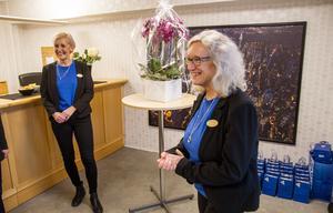 Tillsammans med sekreteraren Lisa Westberg och den övriga personalen bjöd Mari Lundquist på alkoholfritt bubbel, smörgåstårta och mingel, när kontoret invigdes.
