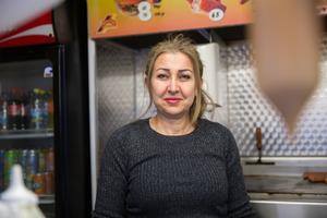 """Suheir Dayekh, 54 år, arbetar i kiosk, Hovsjö: """"Jag önskar mig ett hus där hela familjen kan bo tillsammans."""""""