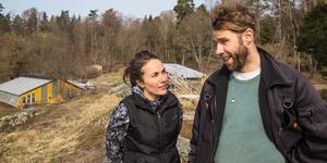 Simone Grind och Robin Tidblom vill göra barnen nyfikna på naturen och det allt som växer där.