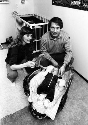 Inge med frun Ann-Sofie och sonen Mikael, som numera bor i Malmö, i mars 1982. FOTO: GD ARKIV