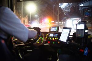 En busschaufför, som vill vara anonym, berättar att han inte råkat ut för någon stenkastning än.