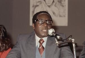 Robert Mugabe, en frihetskämpe som blev despot – men som ändå åtnjöt respekt i många läger på grund av sina markeringar mot USA. Foto: AP/TT